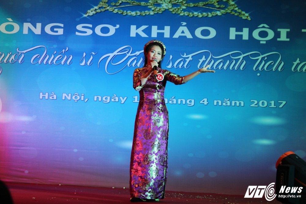 Nu sinh canh sat bieu dien vo Binh Dinh tren san khau tai nang hinh anh 17