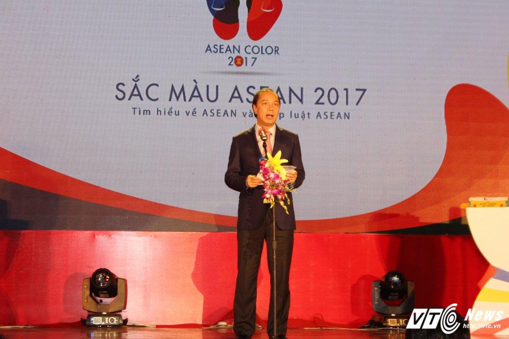 Sinh vien Dai hoc Kiem sat gianh quan quan 'Sac mau ASEAN 2017' hinh anh 1