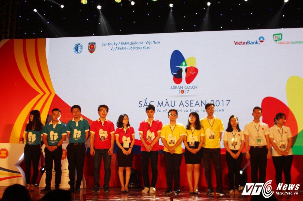 Sinh vien Dai hoc Kiem sat gianh quan quan 'Sac mau ASEAN 2017' hinh anh 2