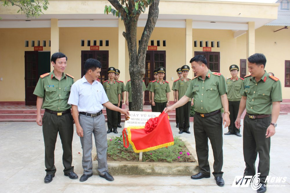 Nghe sy Quang Teo doi mua dien kich tai 'Hat cung chien sy cong an' hinh anh 23