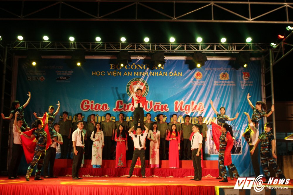 Nghe sy Quang Teo doi mua dien kich tai 'Hat cung chien sy cong an' hinh anh 19