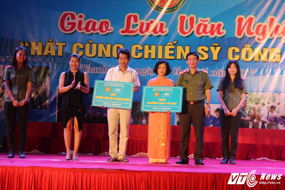 Nghe sy Quang Teo doi mua dien kich tai 'Hat cung chien sy cong an' hinh anh 21