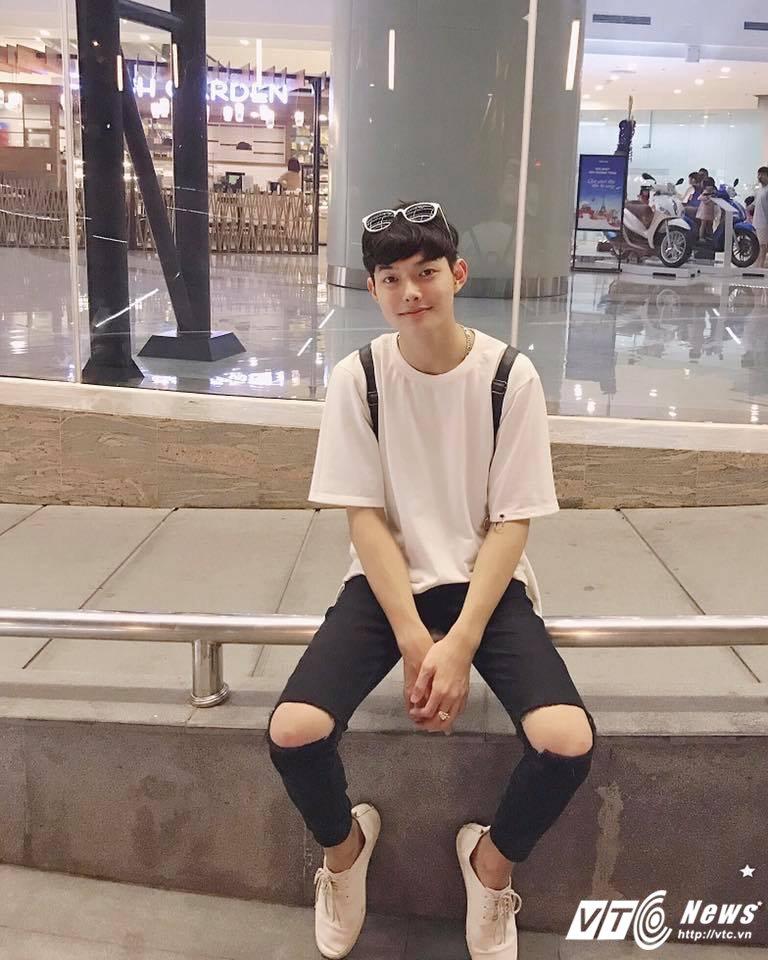 Hot boy DH Van hoa - Nghe thuat Quan doi gay sot khi cover ngot lim 'Nguoi ve tham que' hinh anh 1