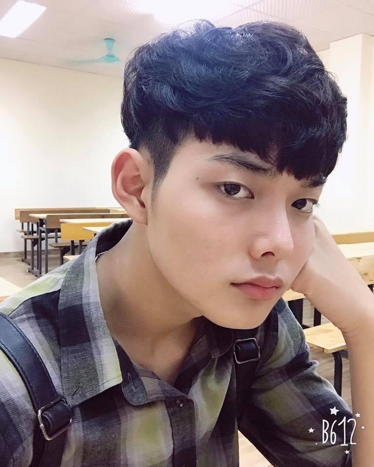 Hot boy DH Van hoa - Nghe thuat Quan doi gay sot khi cover ngot lim 'Nguoi ve tham que' hinh anh 4