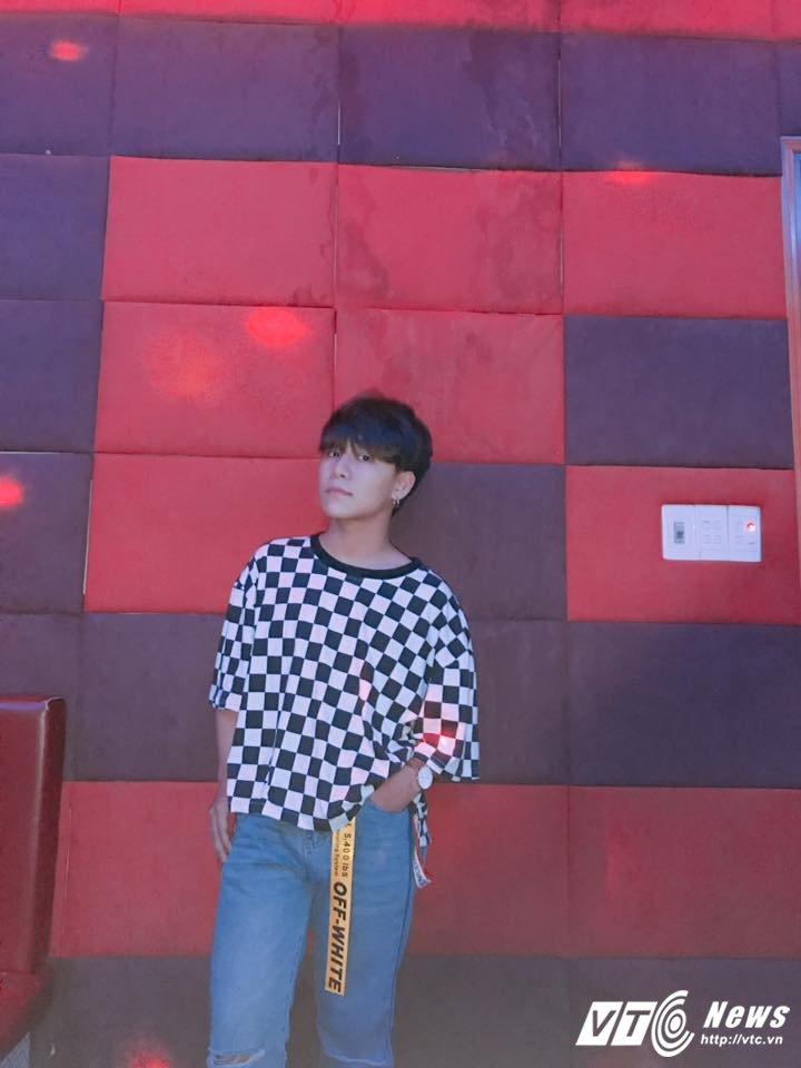 Hot boy xu Hue tiep tuc gay bao voi ban mashup 'Yeu' hinh anh 2