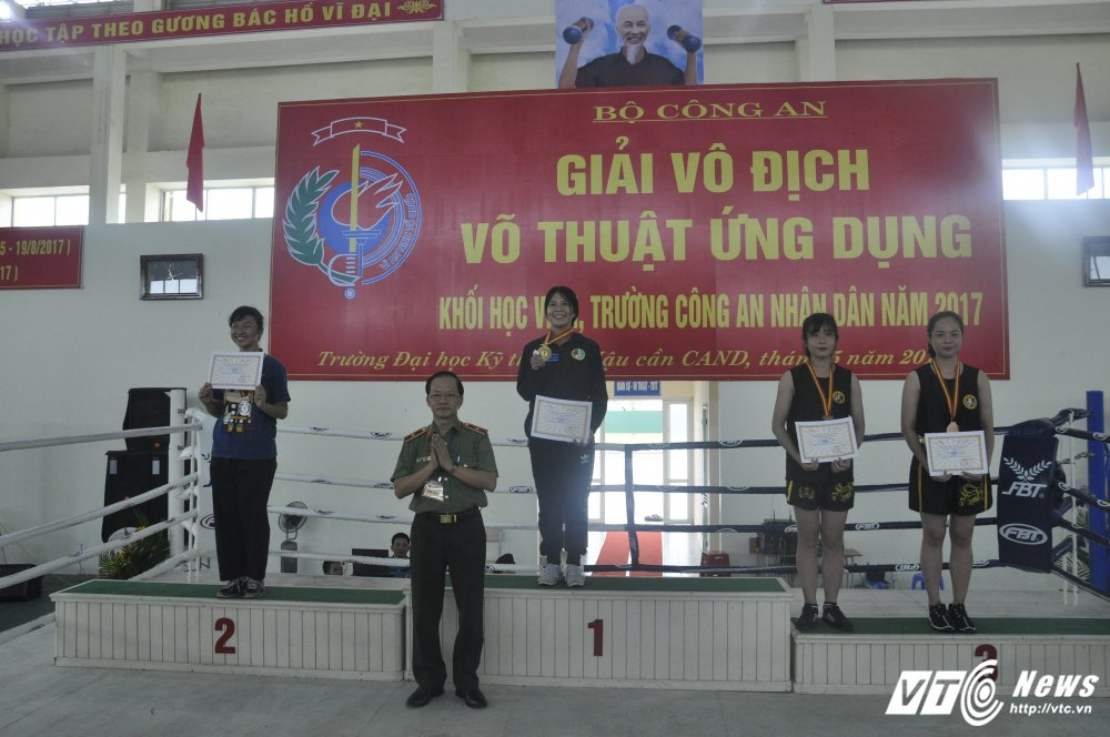 DH Ky thuat – Hau can gianh giai nhat 'Giai vo dich vo thuat ung dung' khoi hoc vien, truong CAND 2017 hinh anh 1