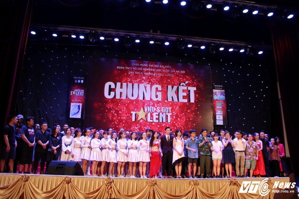 Xep hinh dep mat, sinh vien truong Nhan van gianh quan quan 'VNU'S Got Talent' hinh anh 1