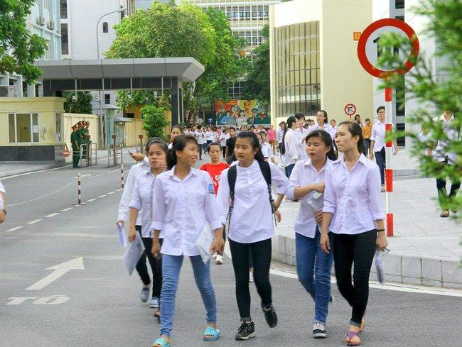 Sang nay, hon 860.000 thi sinh lam bai thi mon Ngu van ky thi THPT Quoc gia 2017 hinh anh 7