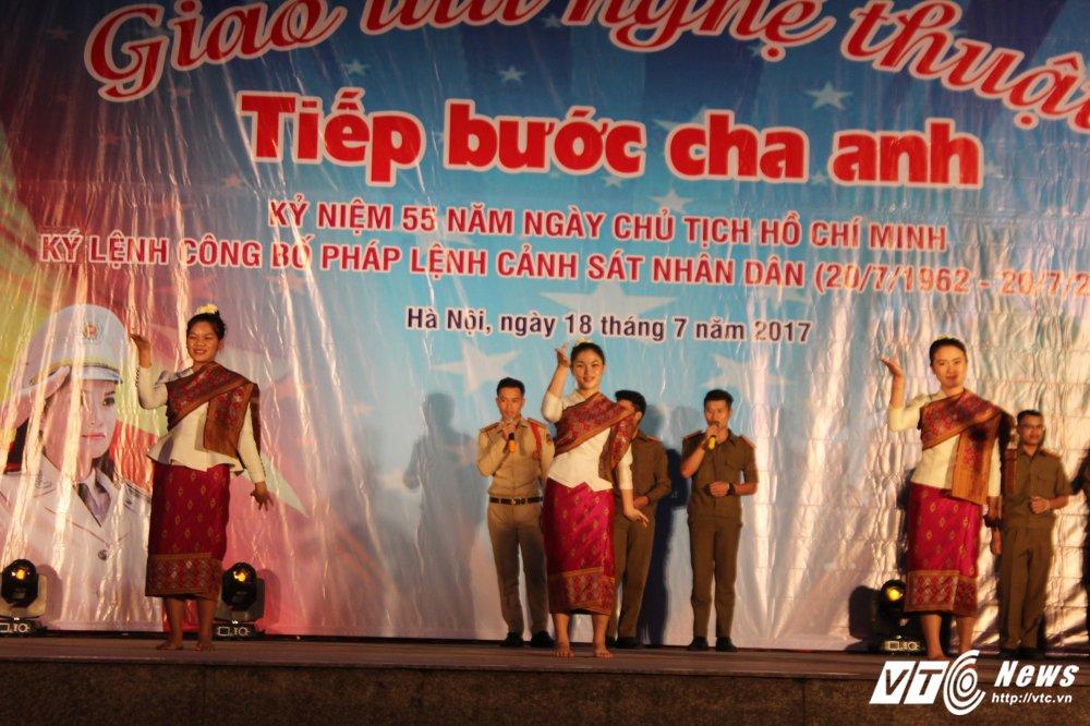 Thieu nu Lao mua Cham pa say long nguoi hinh anh 2