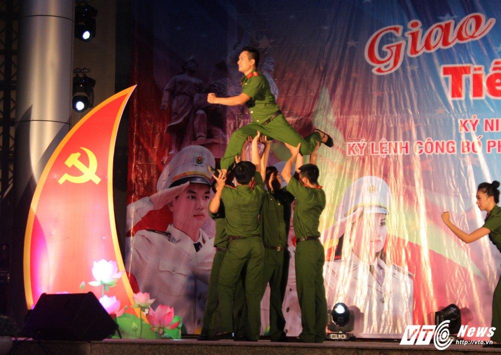 Thieu nu Lao mua Cham pa say long nguoi hinh anh 13