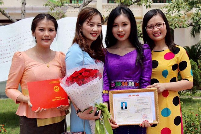 Nu sinh nguoi Lao xinh dep gioi tieng Viet, uoc mo lam bac si hinh anh 8