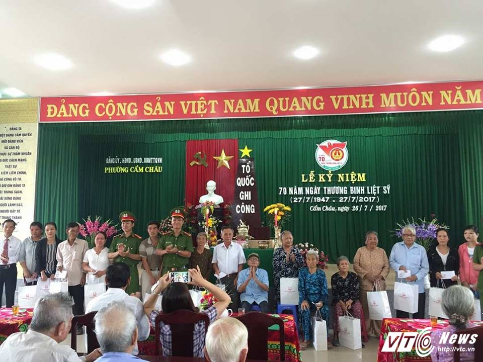 Sinh vien Hoc vien Canh sat day tieng Anh mien phi cho tre em ngheo Quang Nam hinh anh 3