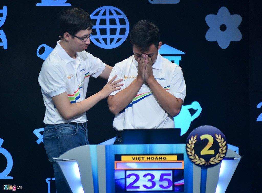 Anh: Khoanh khac dang quang Duong len dinh Olympia cua 'Cau be Google' Phan Dang Nhat Minh hinh anh 10