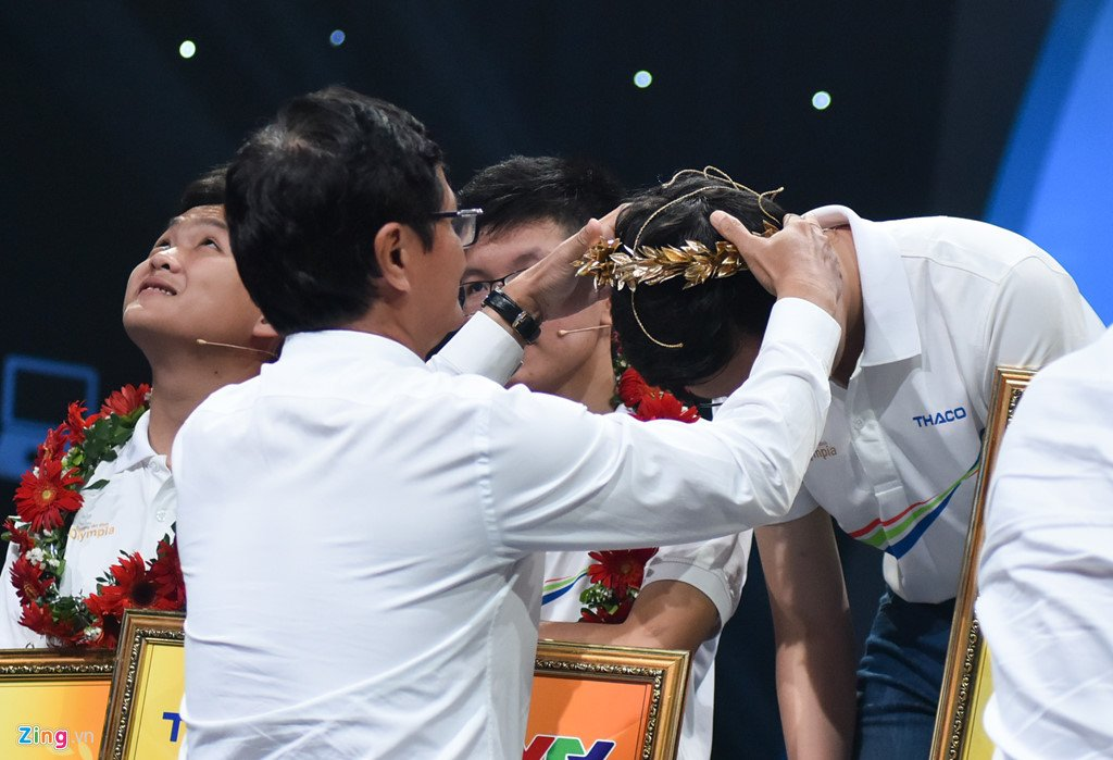 Anh: Khoanh khac dang quang Duong len dinh Olympia cua 'Cau be Google' Phan Dang Nhat Minh hinh anh 11