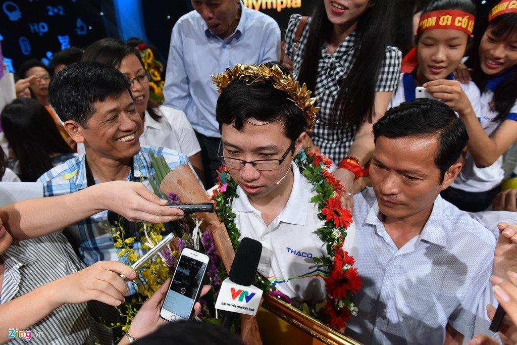 Anh: Khoanh khac dang quang Duong len dinh Olympia cua 'Cau be Google' Phan Dang Nhat Minh hinh anh 13