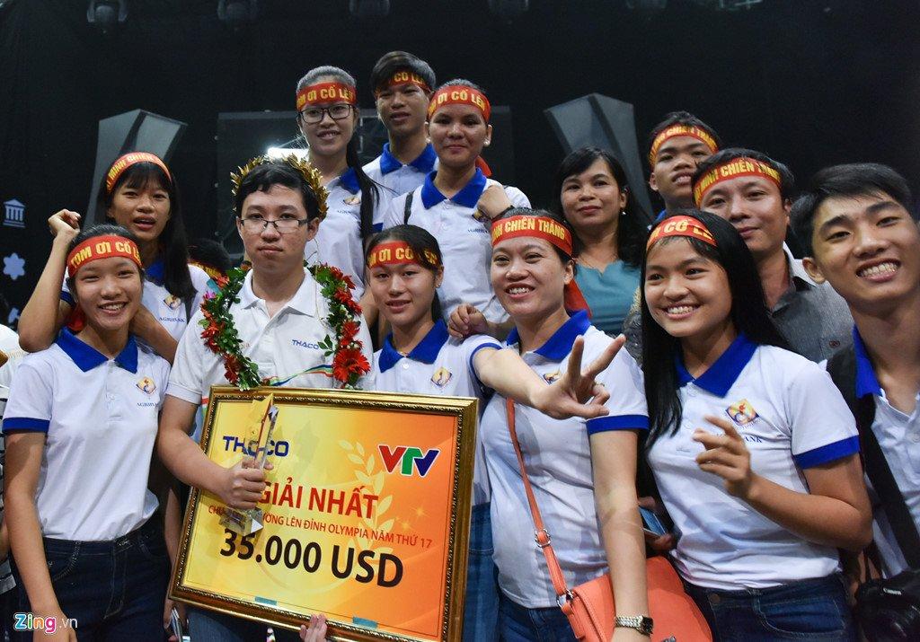 Anh: Khoanh khac dang quang Duong len dinh Olympia cua 'Cau be Google' Phan Dang Nhat Minh hinh anh 14