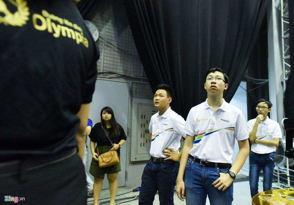 Anh: Khoanh khac dang quang Duong len dinh Olympia cua 'Cau be Google' Phan Dang Nhat Minh hinh anh 1