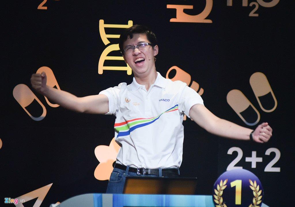 Anh: Khoanh khac dang quang Duong len dinh Olympia cua 'Cau be Google' Phan Dang Nhat Minh hinh anh 4