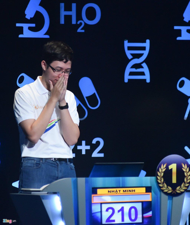 Anh: Khoanh khac dang quang Duong len dinh Olympia cua 'Cau be Google' Phan Dang Nhat Minh hinh anh 6
