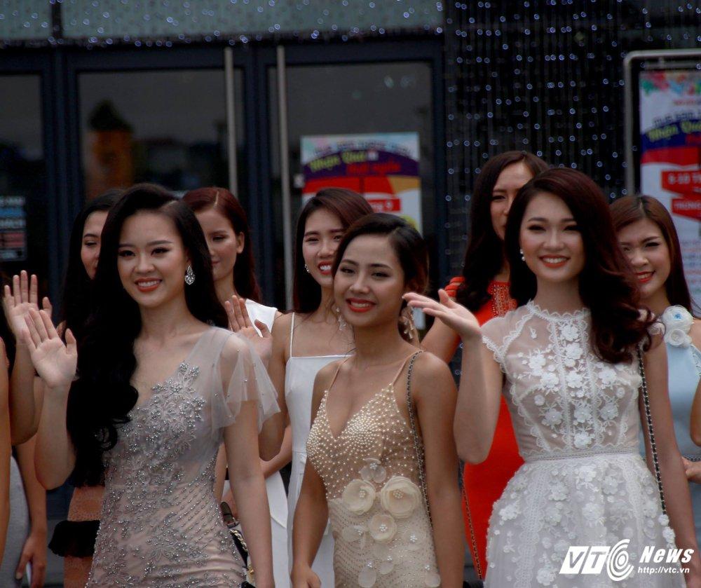 Hot girl DH Phong chay chua chay Hoang Hai Thu: Guong mat trien vong tai cuoc thi HHHV 2017 hinh anh 2