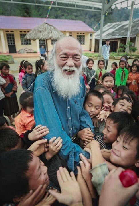 Gia dinh dua linh cuu thay Van Nhu Cuong ve truong Luong The Vinh de hoc tro dua tien lan cuoi hinh anh 2
