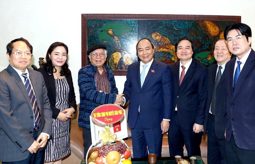 Thu tuong Nguyen Xuan Phuc tham nhung nha giao noi tieng Viet Nam trong ngay 20/11 hinh anh 3