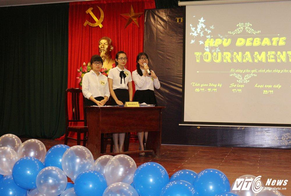 Dai hoc Kiem sat gianh quan quan 'HPU Debate Tournament 2017' hinh anh 3