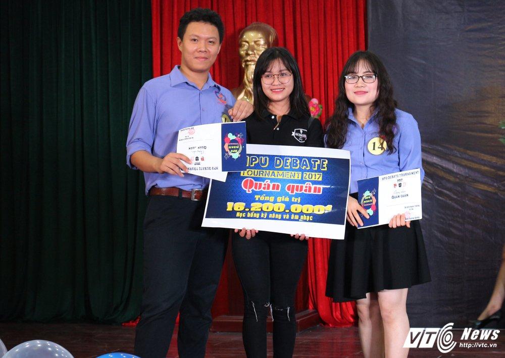 Dai hoc Kiem sat gianh quan quan 'HPU Debate Tournament 2017' hinh anh 1
