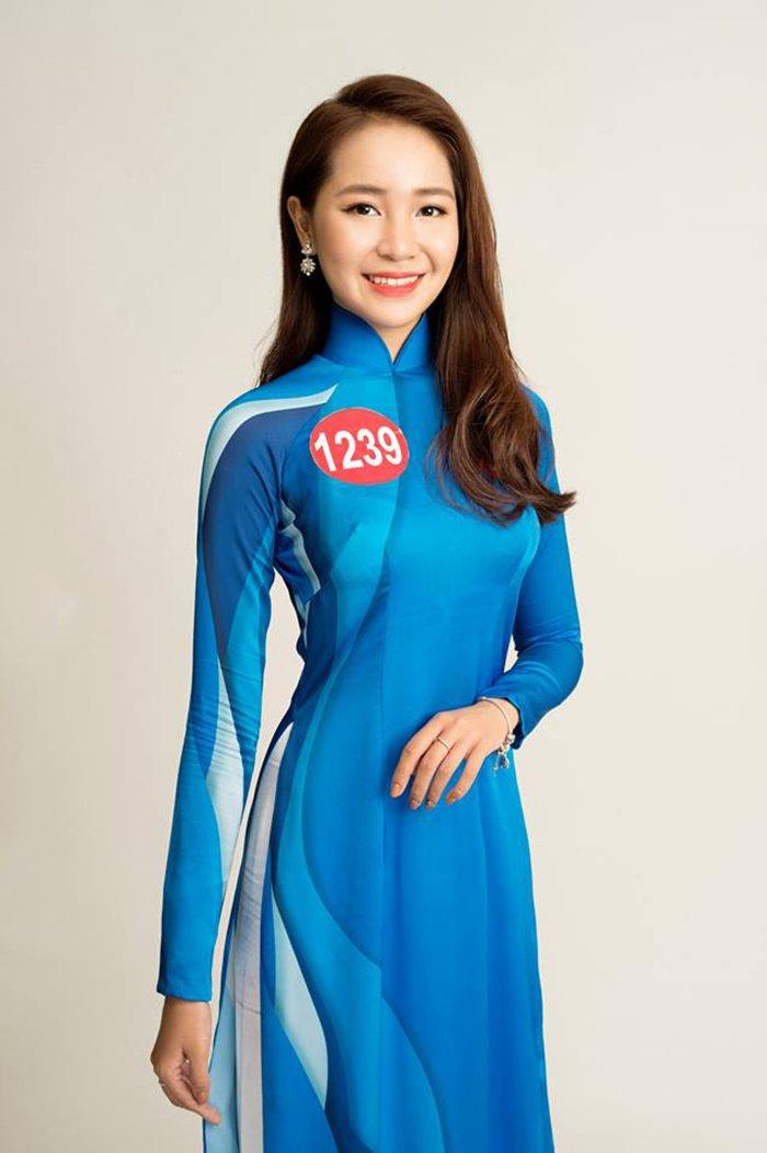 Nu sinh Hoa khoi Sinh vien Viet Nam 2017 duyen dang trong ta ao dai khien van nguoi me dam hinh anh 2