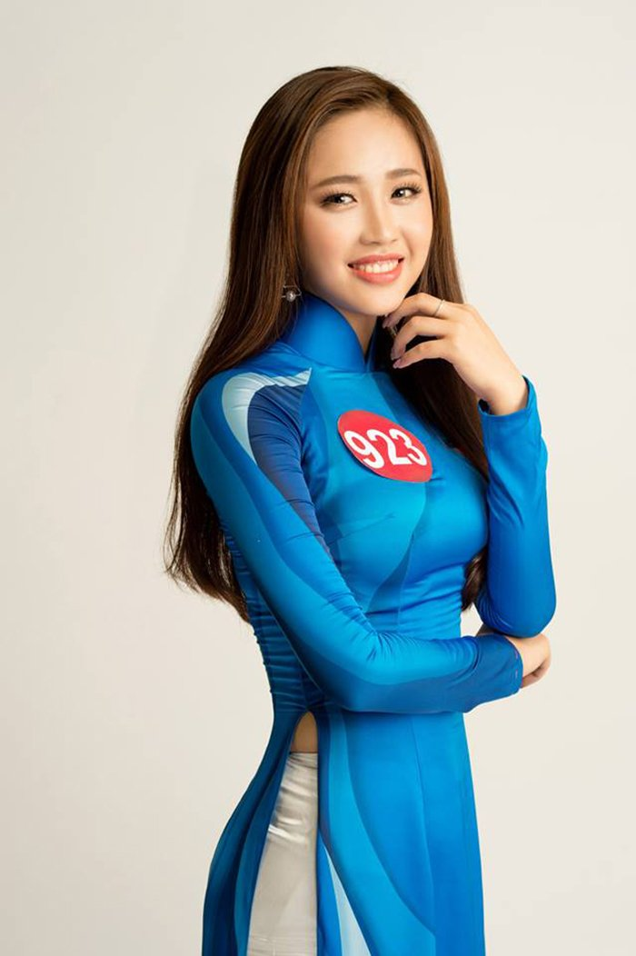 Nu sinh Hoa khoi Sinh vien Viet Nam 2017 duyen dang trong ta ao dai khien van nguoi me dam hinh anh 8