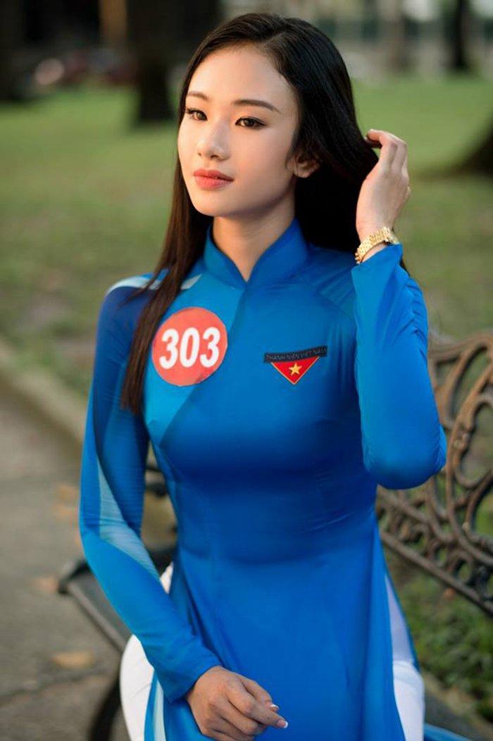 Nu sinh Hoa khoi Sinh vien Viet Nam 2017 duyen dang trong ta ao dai khien van nguoi me dam hinh anh 11