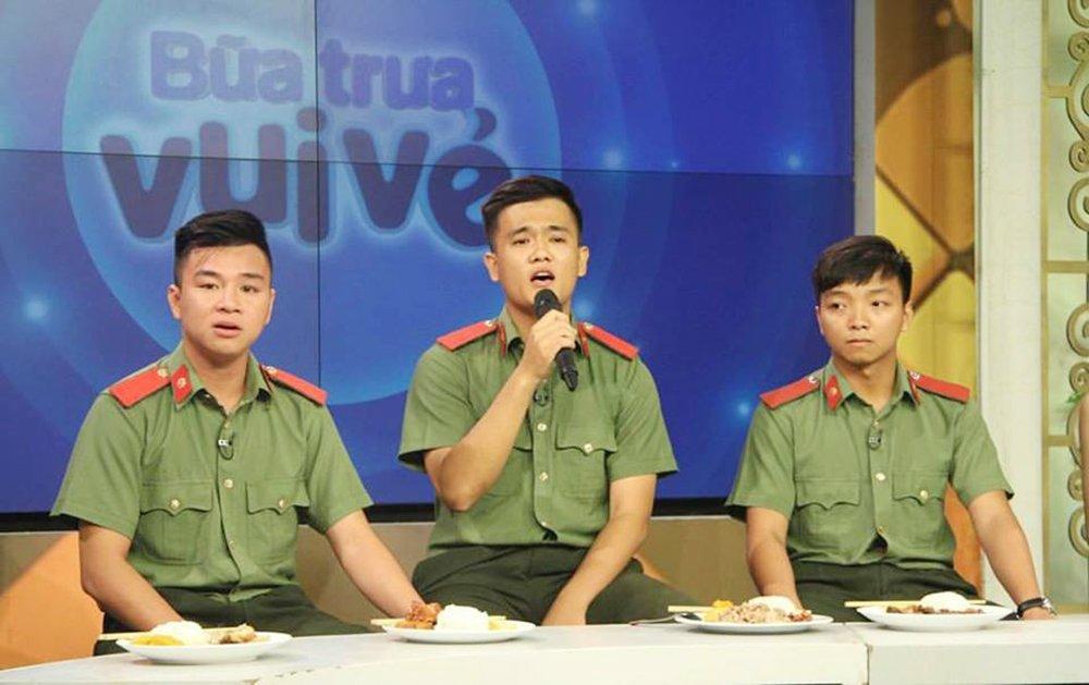 Cover ban hit cua Noo Phuoc Thinh, 'soai ca cong an' tiep tuc gay 'sot' hinh anh 2