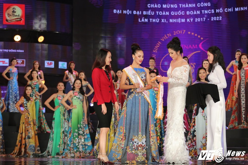 Nu sinh DH Ngoai thuong xinh dep doat suat di Singapore cung Hoa khoi Sinh vien Viet Nam la ai? hinh anh 3