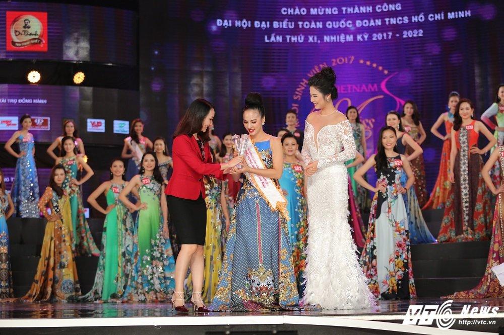 Nu sinh DH Ngoai thuong xinh dep doat suat di Singapore cung Hoa khoi Sinh vien Viet Nam la ai? hinh anh 4