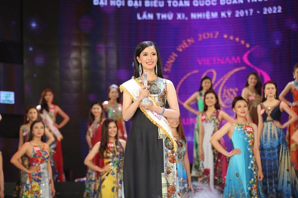 Nu sinh xinh dep DH Tay Do dang quang Hoa khoi Sinh vien Viet Nam 2017 hinh anh 1