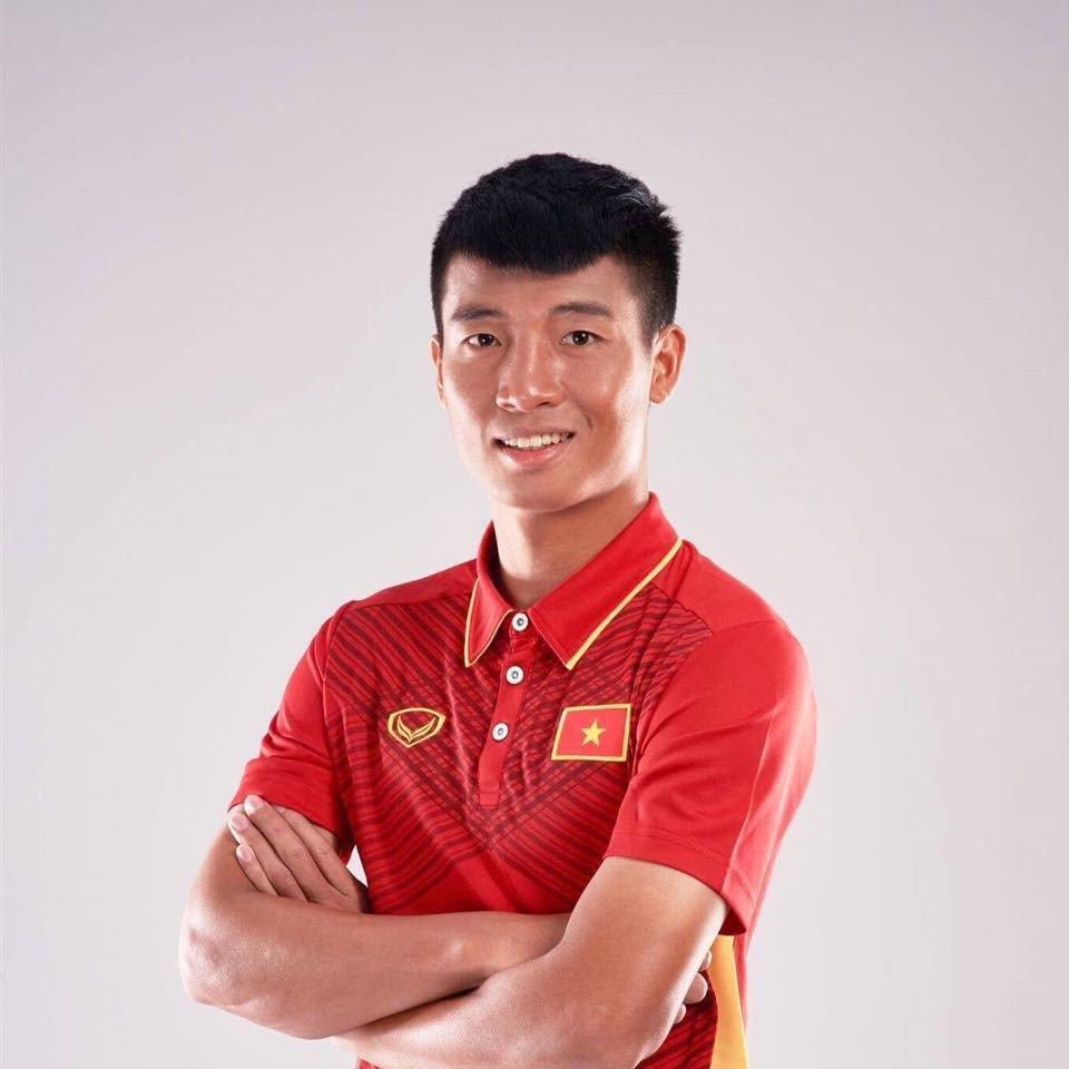 Chang cau thu 6 mui sut penalty khien hoi chi em me man la ai? hinh anh 1