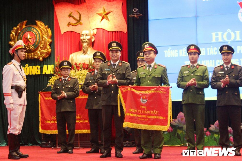 Bo Cong an thuong nhung ca nhan, tap the xuat sac trong cong tac Doan hinh anh 9