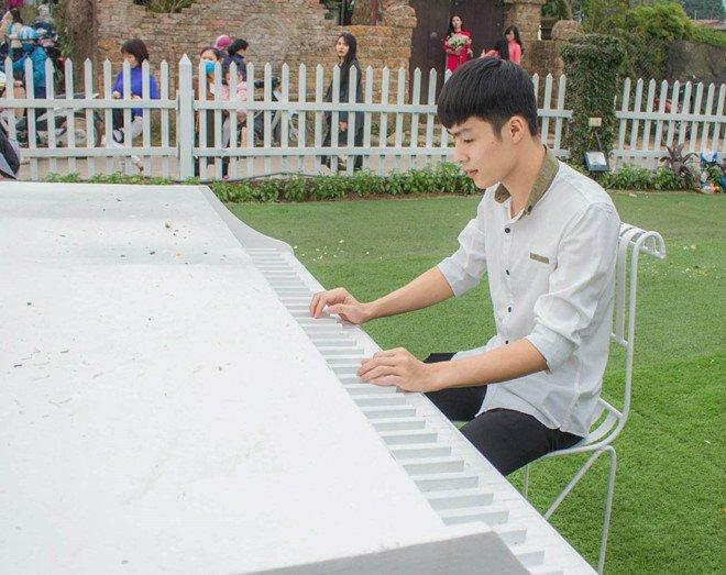 Chang cong an dien trai duoc tim kiem khi dung lam nhiem vu o san bay Vinh hinh anh 2
