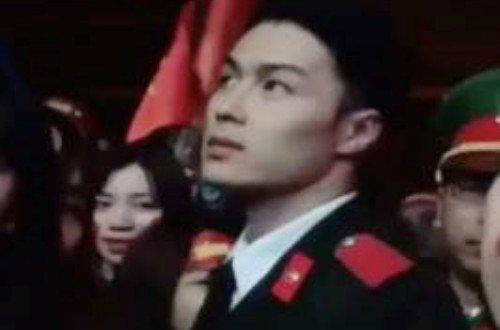 Chang cong an dien trai duoc tim kiem khi dung lam nhiem vu o san bay Vinh hinh anh 1