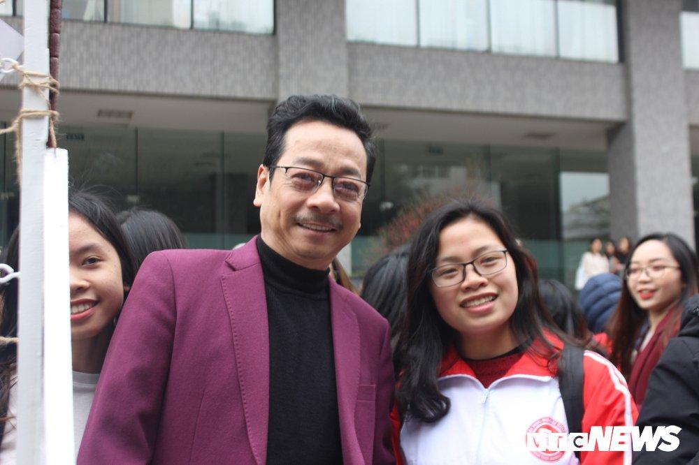 'Ong trum Phan Quan', Luong Bong trong 'vong vay' cua sinh vien Ngoai thuong hinh anh 4