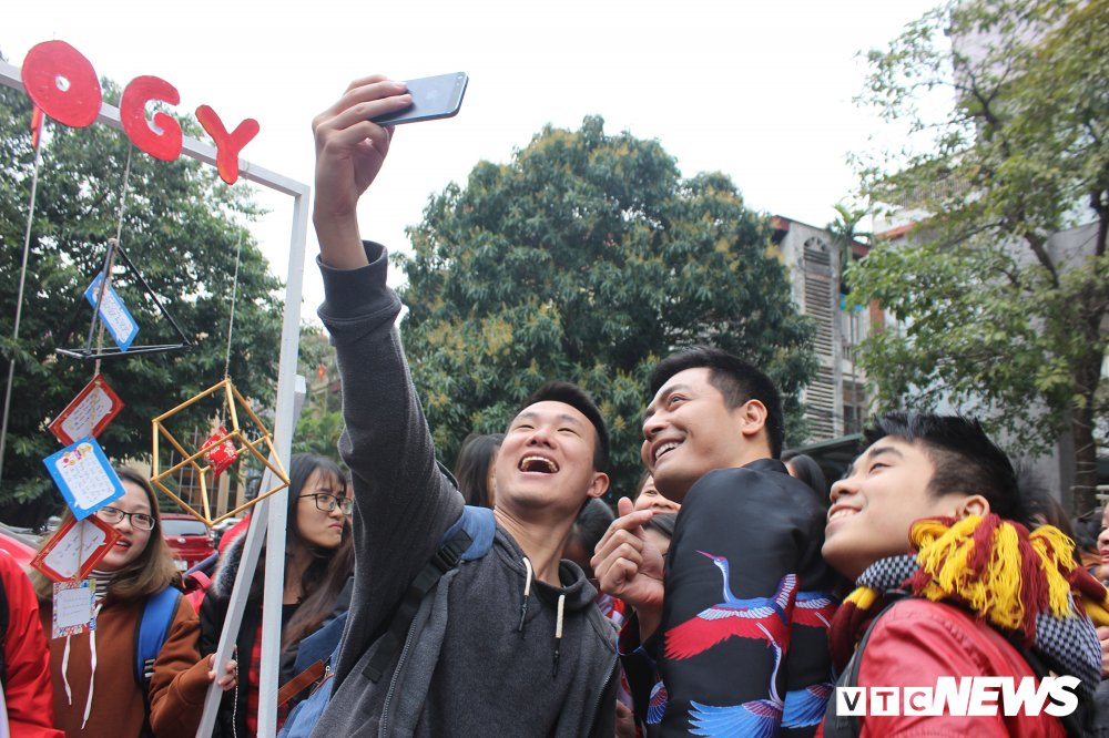 'Ong trum Phan Quan', Luong Bong trong 'vong vay' cua sinh vien Ngoai thuong hinh anh 15