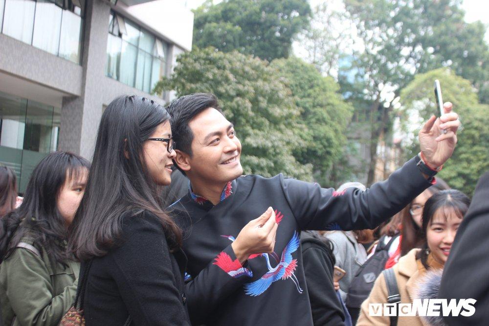 'Ong trum Phan Quan', Luong Bong trong 'vong vay' cua sinh vien Ngoai thuong hinh anh 21
