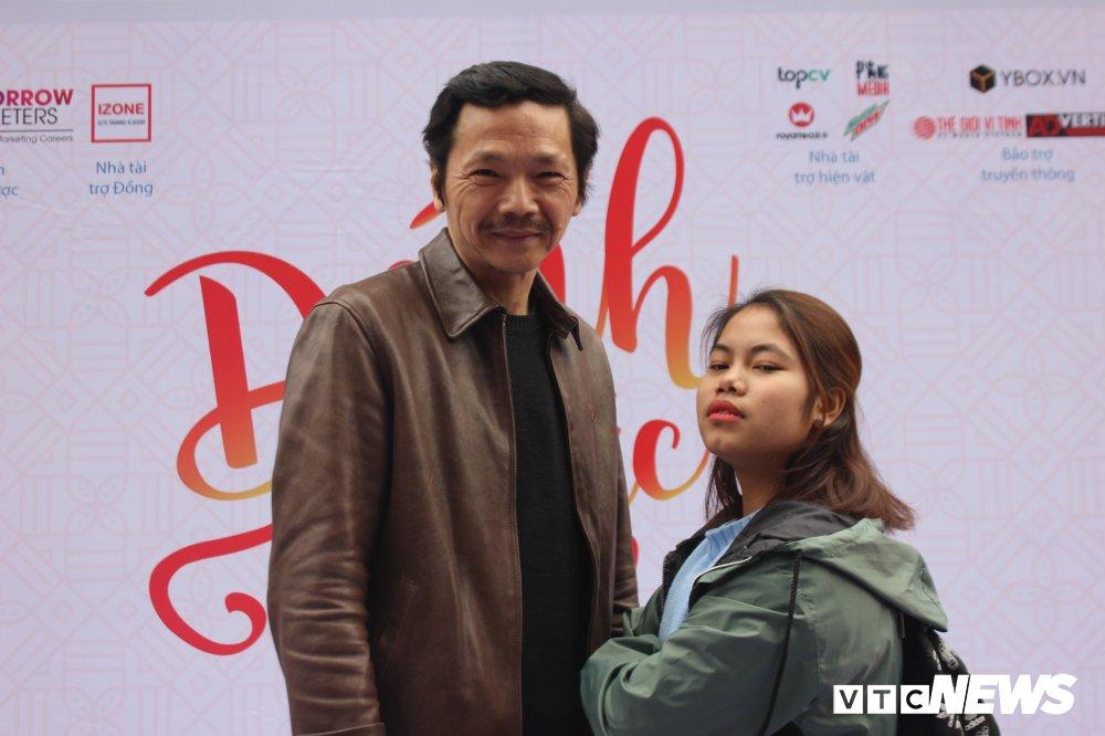 'Ong trum Phan Quan', Luong Bong trong 'vong vay' cua sinh vien Ngoai thuong hinh anh 7