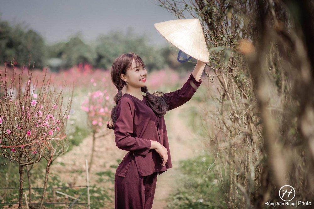 Hot girl Tuyen Quang khoe sac  ben dao Xuan hinh anh 3