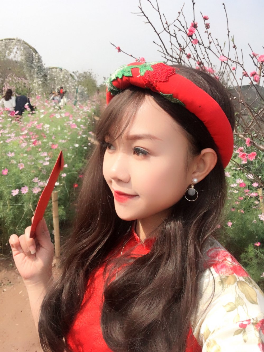 Hot girl Tuyen Quang khoe sac  ben dao Xuan hinh anh 12