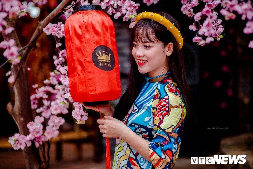 'Hot girl rang khenh' xu Tuyen rang ro trong bo anh don Xuan hinh anh 2