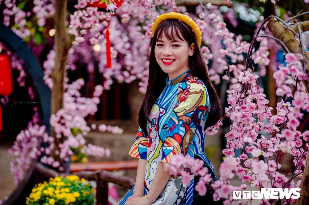 'Hot girl rang khenh' xu Tuyen rang ro trong bo anh don Xuan hinh anh 3
