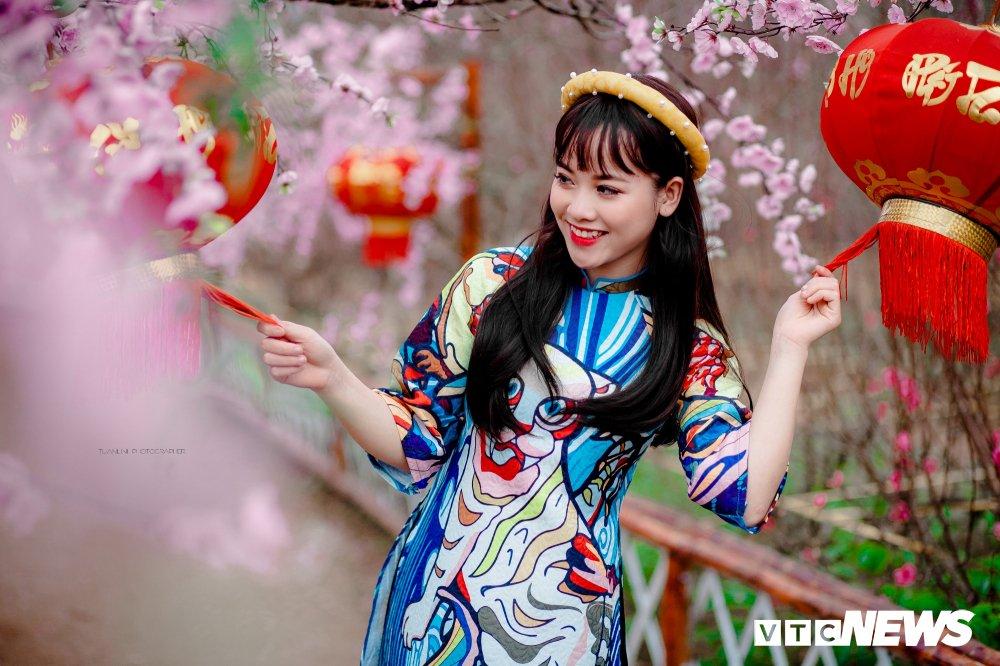 'Hot girl rang khenh' xu Tuyen rang ro trong bo anh don Xuan hinh anh 5