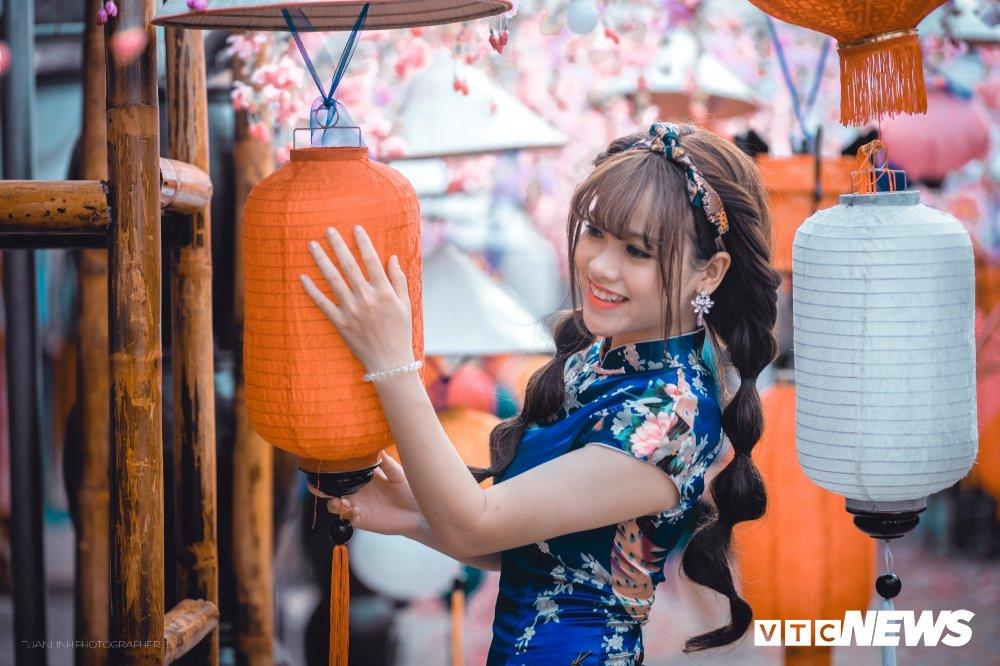 'Hot girl rang khenh' xu Tuyen rang ro trong bo anh don Xuan hinh anh 11
