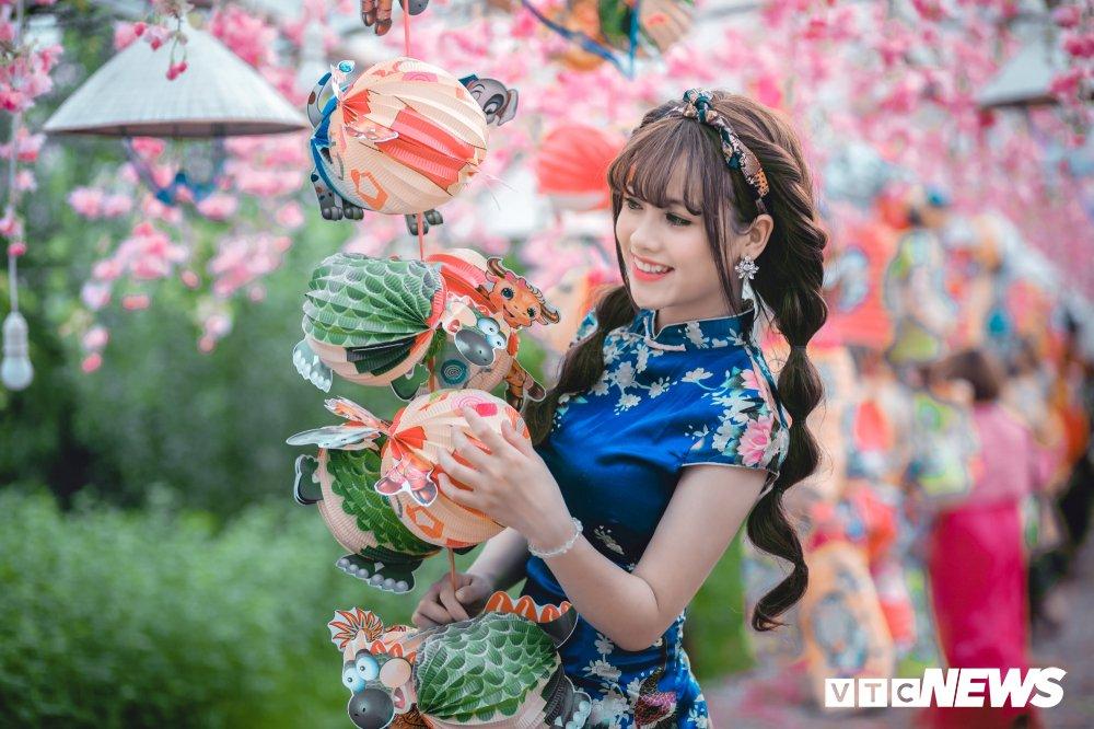 'Hot girl rang khenh' xu Tuyen rang ro trong bo anh don Xuan hinh anh 14
